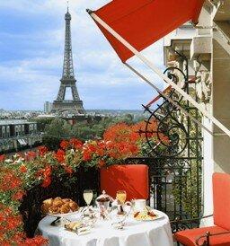 Вид из окна отеля Парижа